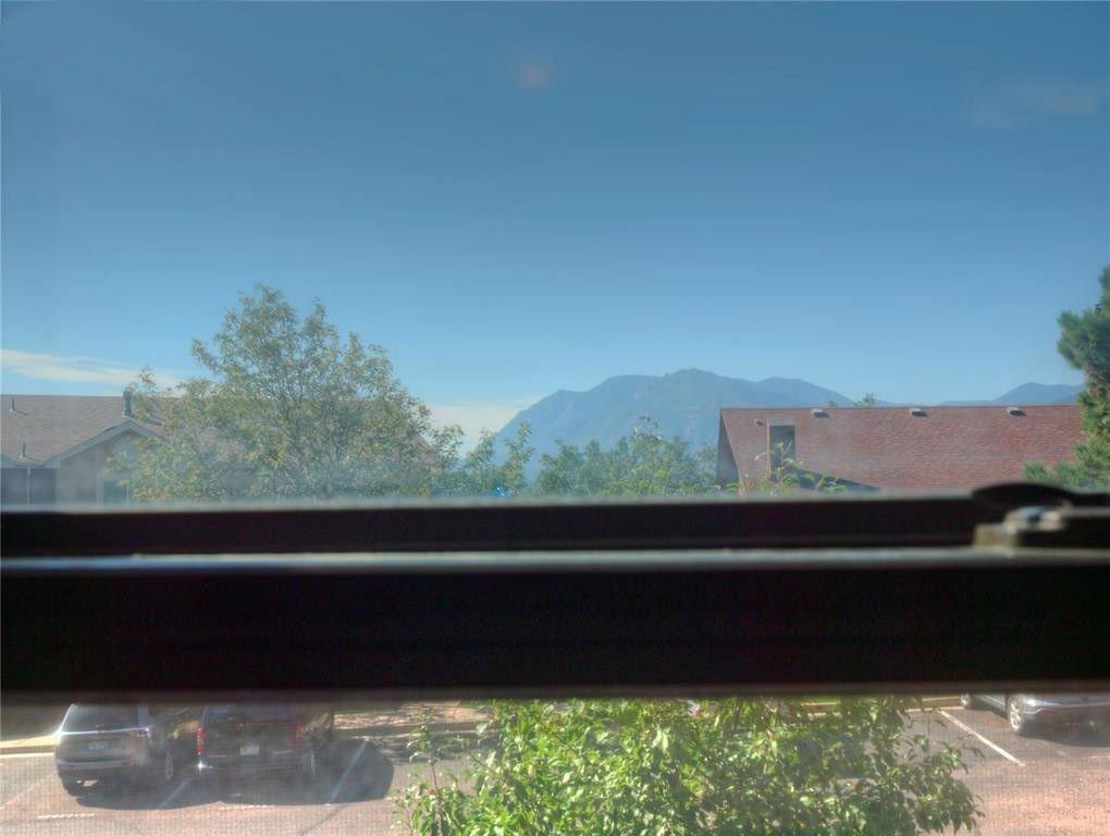 bedroom-view-cheyenne-mountain